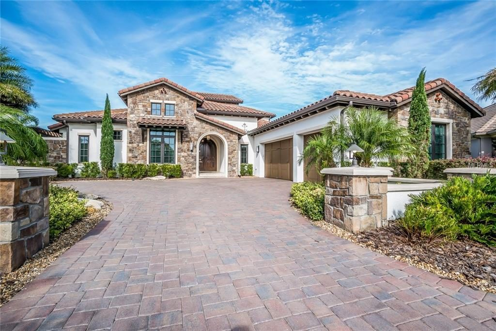 luxury home with curb appeal | Ways to Boost Your Home's Value | sarasota luxury homes for sale